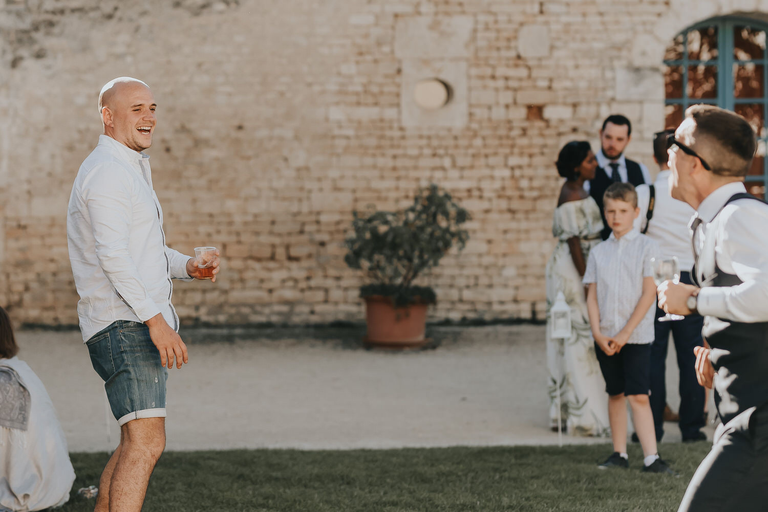 Image of wedding photography taken by a Nantes wedding photographer in France photographing a French wedding at a chateau in France.